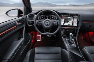 VW Golf R Touch Cockpit mit 3 Displays
